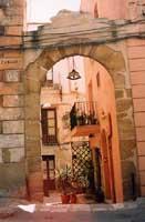 Uno dei tanti vicoli antichi immersi nel centro storico  - Sciacca (10047 clic)