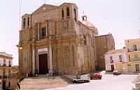 Santuario SS Crocifisso (San Leonardo è il Santo protettore, ma la Chiesa non è intitolata a Lui, prima era denominata Chiesa della Madonna del Carmelo e in seguito è stata eletta a Santuario).   - Siculiana (14058 clic)