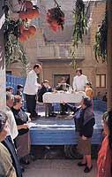 Feata di San Giuseppe a Niscemi - La mangiata dei Santi. Si svolge il 19 marzo, gli organizzatori invitano un bambino, una bambina e un uomo anziano per emulare le gesta della famiglia di Gesù.     - Niscemi (18589 clic)