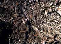 Panorama aereo di Modica - centro storico - incrocio fra corso umberto e via marchesa tedeschi MODIC