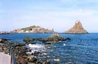 I faraglioni di Acitrezza (o Isole Ciclopi)  - Aci trezza (8002 clic)