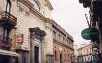 Ala destra del Collegio Capizzi, con annessa chiesa del Sacro cuore  - Bronte (6245 clic)