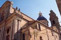 Facciata Laterale e vista della Cupola e Campanile della Chiesa Santa Maria del Monte  - Caltagirone (3117 clic)