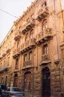 Palazzo delle Magnolie (via L. Sturzo)  - Caltagirone (4117 clic)