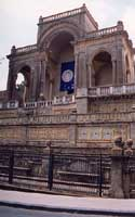 Teatrino di N.Bonajuto (entrata del Museo regionale della ceramica)in via Roma  - Caltagirone (5895 clic)