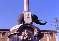 Fontana dell'elefante (il Liotro) in Piazza Duomo.  - Catania (3685 clic)