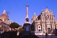 Piazza Duomo - Duomo di Sant'Agata e fontana dell'elefante (il Liotro)  - Catania (3143 clic)