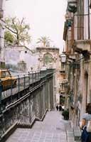 Entrata della Facoltà di Giurisprudenza (Villa del principe di Cerami) di Catania (via Gallo) - in fondo.  - Catania (3170 clic)