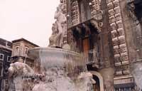 La fontana dell'Amenano le cui acque provengono dall'omonimo fiume sotterraneo  - Catania (3866 clic)