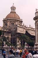 Badia di Sant'Agata vista da Piazza Duomo  - Catania (2762 clic)