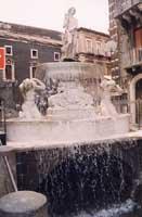 Fontana dell'Amenano in Piazza Duomo  - Catania (2719 clic)