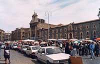 Piazza Carlo Alberto - il mercato delle pulci della domenica  - Catania (3667 clic)