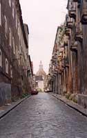 traversa del quartiere antistante il monastero dei Benedettini di Via Crociferi  - Catania (2895 clic)