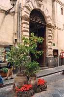 Una via di Catania  - Catania (2448 clic)