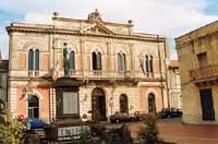 Municipio e Monumento ai Caduti  - Linguaglossa (6578 clic)