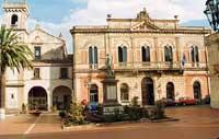 Municipio e Chiesa S. Francesco di Paola  - Linguaglossa (6732 clic)