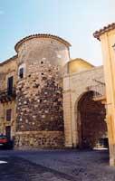 Castello BARRESI e Porta della Terra  - Militello in val di catania (5704 clic)