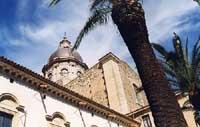 Chiesa Matrice di San Nicolò-SS. Salvatore. Nel dettaglio prospettico vi è la cupola. Pregevole opera del Cav. Salvatore Sortino, fu realizzata agli inizi del sec. XX, interamente in conglomerato cementizio armato, rappresenta una delle prime opere in c.  - Militello in val di catania (2278 clic)