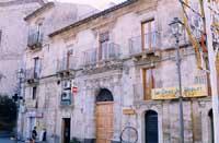 Palazzo in piazza Buglio  - Mineo (5211 clic)