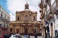 Chiesa Maria SS.Anunziata, situata in fondo alla piazza principale della città (Piazza Indipendenza)  - Paternò (7400 clic)