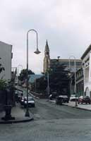 via principale del paese - via sonnino (salita in basolato lavico) - Sulla dx accanto alla cabina tel. si trova L'Acque Pozzillo. - Salendo si trova la  monumentale chiesa, dedicata a Santa Margherita   - Pozzillo (5757 clic)