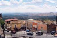 Quartiere CASELLE - veduta da piazza Umberto I  - Santa maria di licodia (5845 clic)