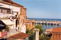 scorcio del porticciolo visto dalla piazza del paese  - Santa maria la scala (4560 clic)