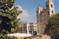 Chiesa Madre - Sullo sfondo l'Etna  - Zafferana etnea (4613 clic)