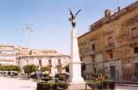 piazza f.fedele monumento ai caduti  - Agira (4257 clic)