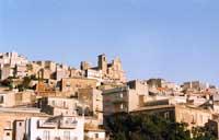 Veduta parziale di Agira, in alto la chiesa di Santa margherita  - Agira (3788 clic)
