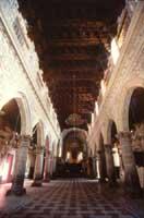 chiesa madre - DUOMO - interno, particolare della navata centrale verso l'abside  - Enna (7488 clic)