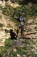 La statua rafigurante EUNO lo schiavo che condusse la rivolta contro i romani  - Enna (3907 clic)