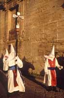Venerdì Santo ad Enna - Confraternita del SS.Crocifisso di Pergusa  - Enna (13063 clic)