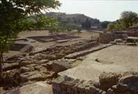 In primo piano: CASA DEL SALUTO Sullo sfondo: AGORA' (Ellesiasterion, Macellum)   - Morgantina (4094 clic)