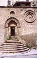 Resti del trecentesco convento di S.Benedetto (portale e rosone finemente lavorato)  - Nicosia (4776 clic)