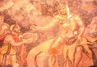 Mosaici - Vestibolo di Polifemo - Ulisse che porge un cratere ricolmo di vino a Polifemo  - Villa romana del casale (5410 clic)