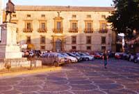 Piazza Duomo con vista diretta sul Palazzo Trigona della Floresta   - Piazza armerina (20766 clic)
