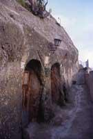 case nelle grotte quasi tutte abitate fino agli anni sessanta  - Sperlinga (8558 clic)
