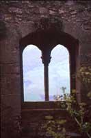 Castello di Sperlinga, vista dall'interno attraverso la bifora dell'ingresso  - Sperlinga (8039 clic)