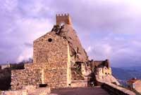 Castello medievale, costruito da Russo Rubeo verso l'anno 1132  - Sperlinga (7077 clic)