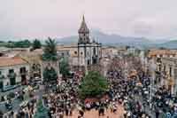 Festa di Sant'Alfio - uscita del Santo  - Trecastagni (6823 clic)