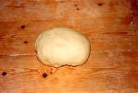 Scacce - preparazione della pasta  - Modica (5350 clic)