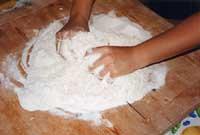 Scacce - preparazione della pasta  - Modica (5945 clic)