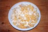 Scacce - preparazione del caciocavallo e mozzarella  - Modica (6001 clic)