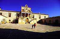 Masseria nel chiaramontano. Vi è stato girato il film L'uomo delle Stelle di Tornatore   - Chiaramonte gulfi (11863 clic)