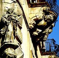 particolare del palazzo beneventano  - Scicli (4578 clic)