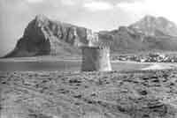 San Vito lo Capo - 1956 - Vista della spiaggia dall'antico torrazzo  - San vito lo capo (6122 clic)