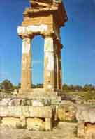 Tempio dei Dioscuri (AG) - 1971  - Agrigento (2042 clic)