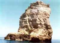 Lampedusa - il Faraglione - 1970 - scoglio del sacramento  - Lampedusa (3677 clic)