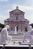 Basilica Minore di San Sebastiano - LE STATUE DELLA FOMTANA IN PRIMO PIANO SONO OPERA DELL'ARTISTA FRANCESCO DE FRANCESCO E RAPPRESENTANO I TORRENTI LONGANO ED ITRIA  - Barcellona pozzo di gotto (9696 clic)